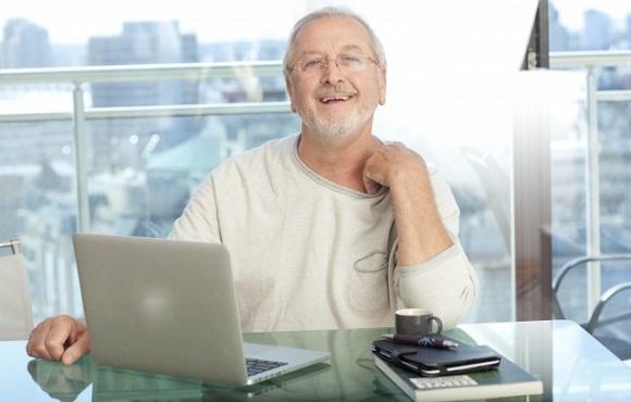 オンライン英会話では年配の人とディスカッションをしよう