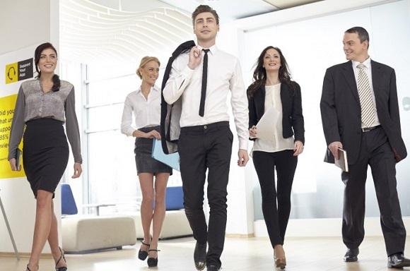 オンライン英会話の受講に適した服装はあるの?