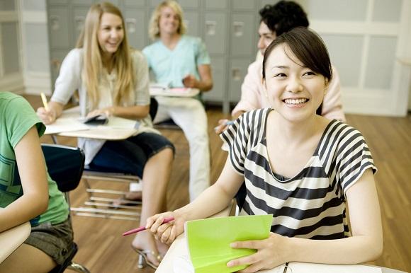 英語を学ぶ学生